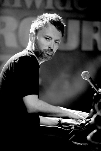 http://positivenegativity.files.wordpress.com/2009/06/thom-yorke.jpg